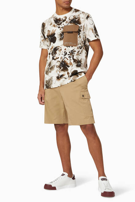 hover state of Shorts with Cargo Pockets in Stretch Cotton Drill