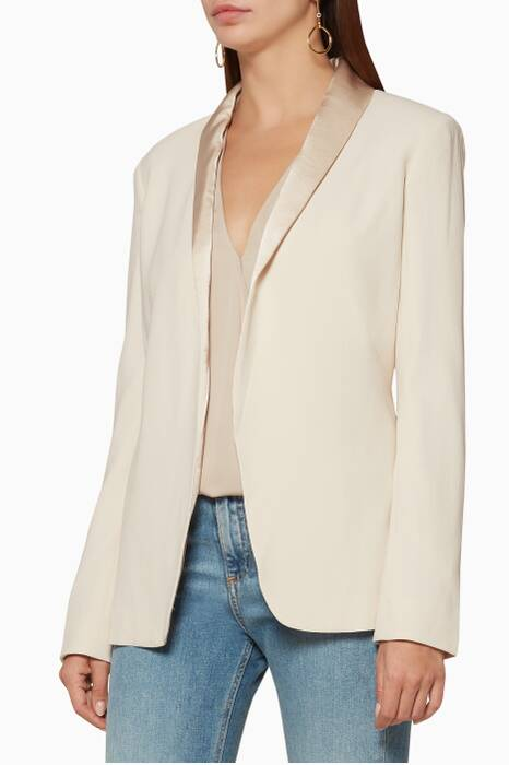 Shell-White Fluid Shawl Collar